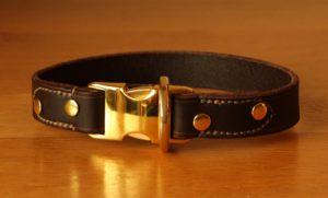 kliksysteem halsband goudkleur donkerbruin